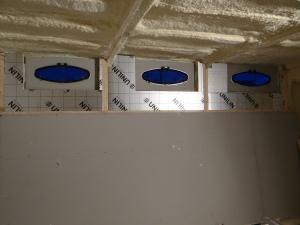 Isolatie boven en multiplex op de patrijspoort