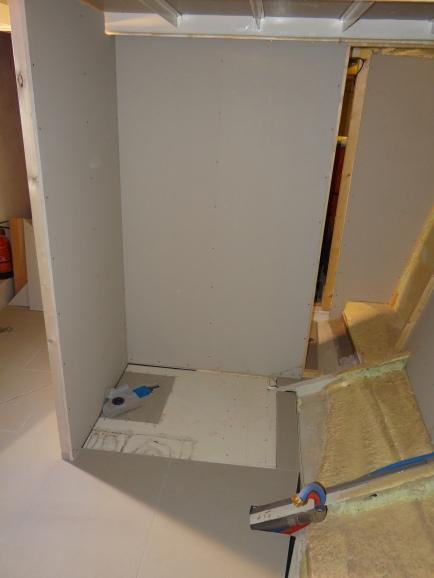 Met de 2de wandplaat erbij zie je vorm al van de 2de badkamer