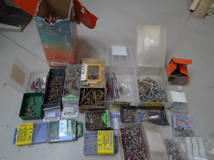 Mijn collectie schroeven. Van de doos linksboven ben ik nu met de 4e met 1000 schroeven begonnen.