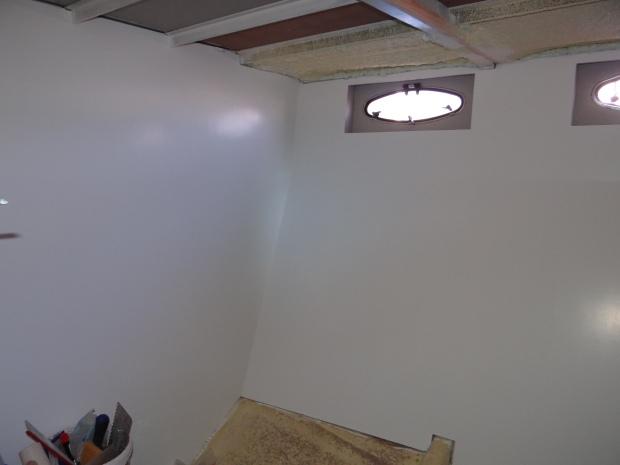 Kleine gastenkamer: wit