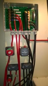 De DC Link box tussen de 940 Ah accu set en verbruikers