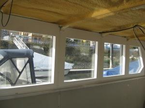Aluminium frames van de ramen weggewerkt